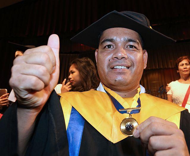 [Image Credit: Junjie Mendoza/Cebu Daily News]
